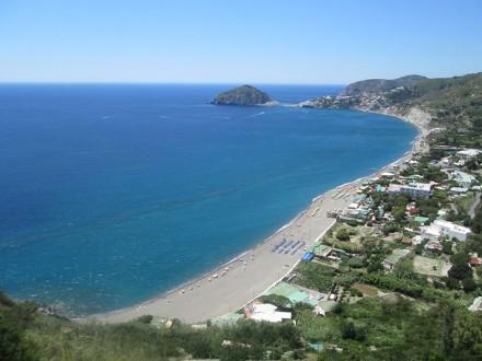 La spiaggia dei Maronti vista dall'alto