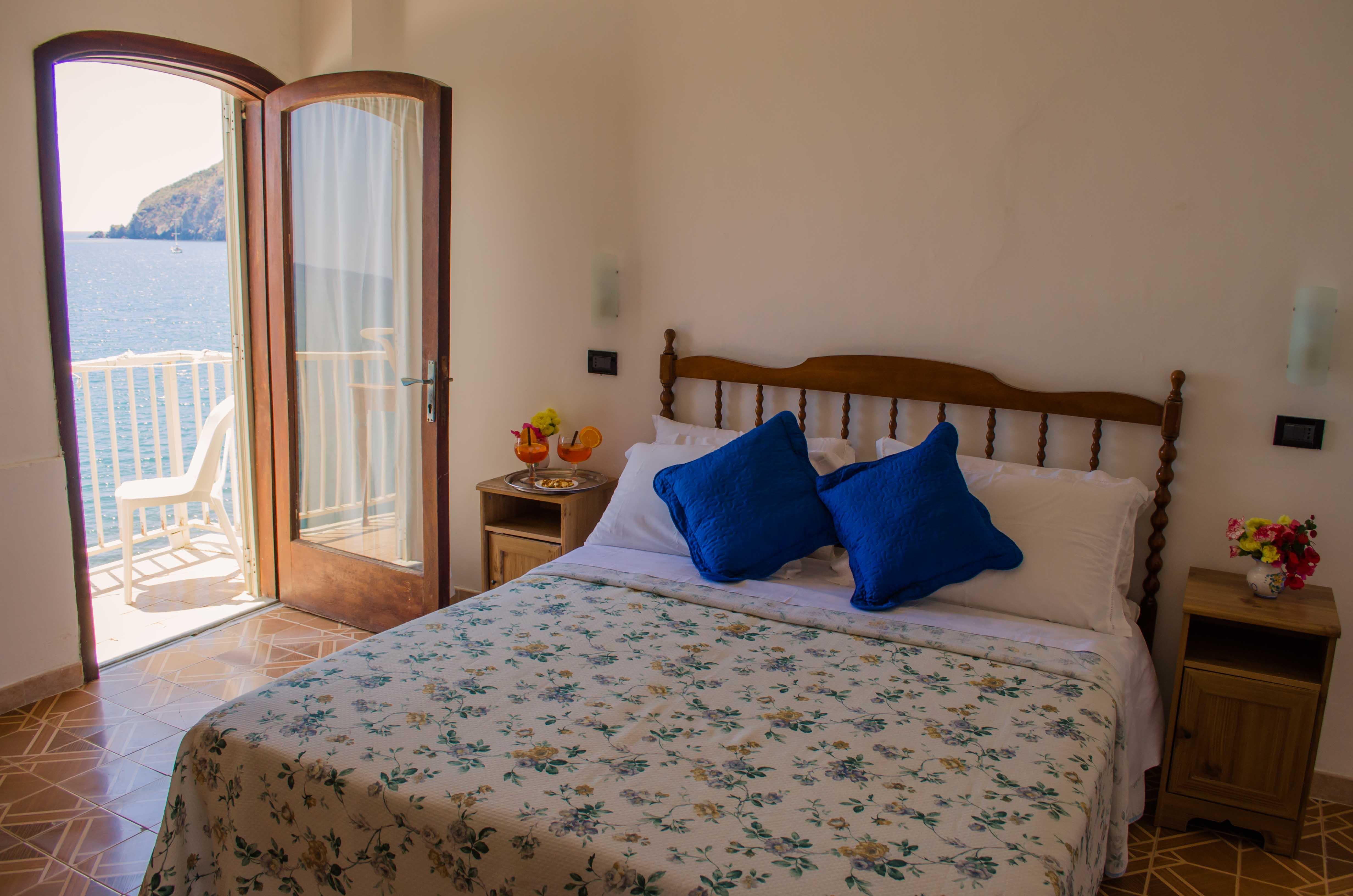 Camere albergo hotel angelino spiaggia dei maronti barano isola d 39 ischia - Camera matrimoniale romantica ...